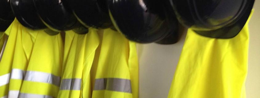 05.12.2015 Baustellenbesichtigung nur gut behütet